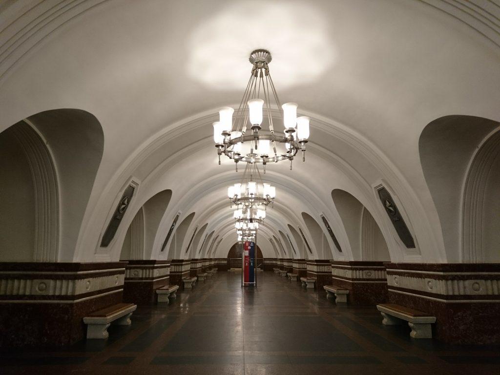 1494589354242-metrou-moscova