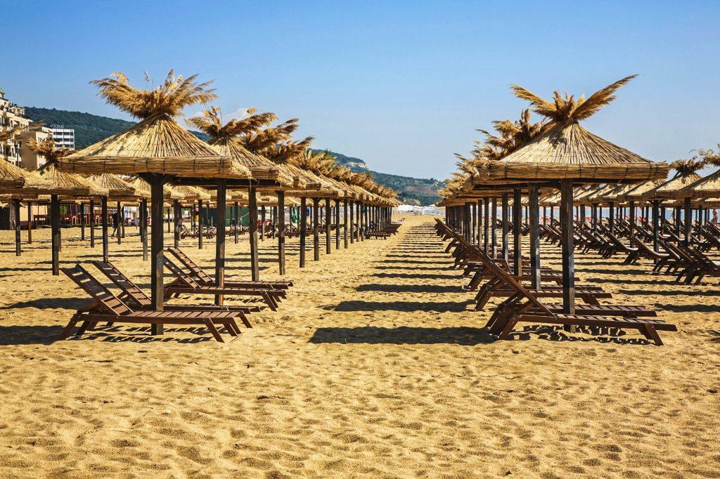 Beach-in-Golden-Sands-Bulgaria-iStock_000044796314_Large-2