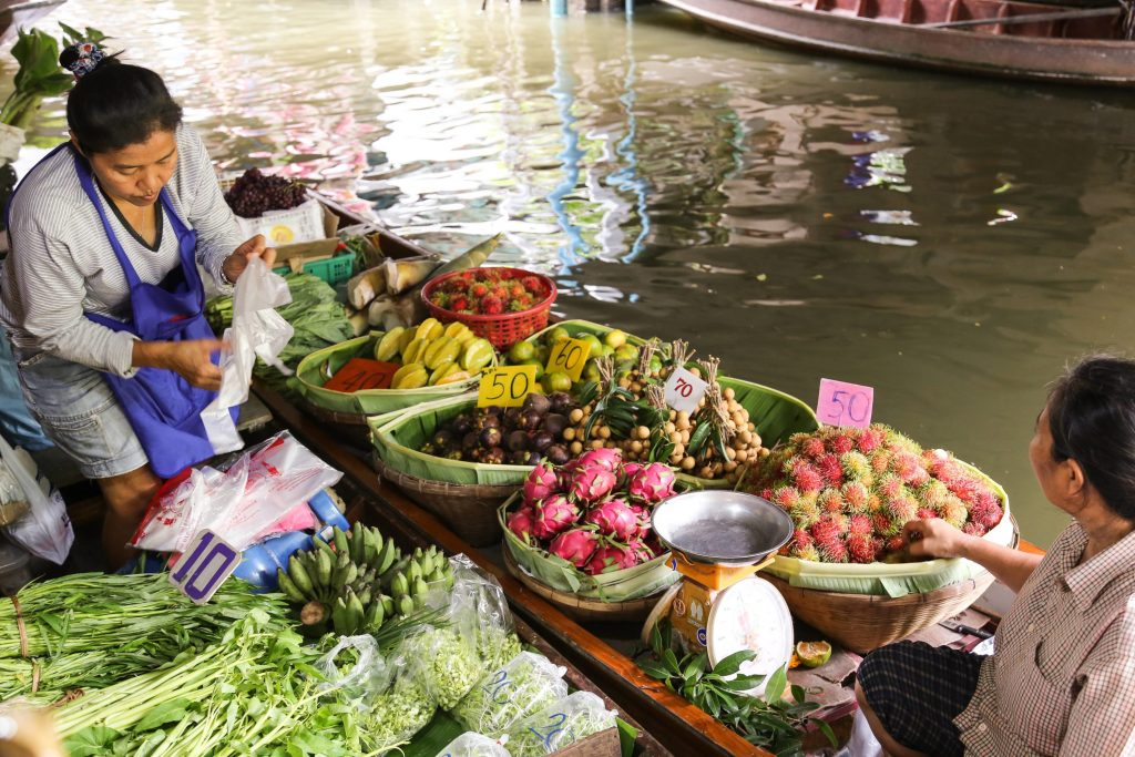 Khlong-Lat-Mayom-Floating-Market-Bangkok-Sept-201620160911-IMG_4554.-Low-Res-e1474084857200