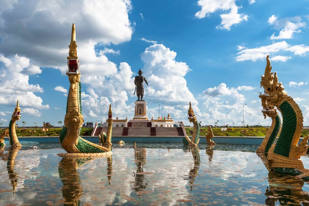 chao-fa-ngum-statue-in-vientiane